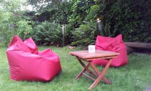 red-armchair-74849_1280